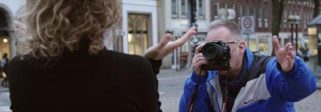 Bitte lächeln: Ob Anna Petersen, Thomas Willmann oder Werner Hülsmann (Foto) - sie alle geben im Job alles. Dass Autoren auch gleich die Kamera betätigen, ist vielerorts schon längst Usus. Und es kommen noch mehr Aufgaben auf die Lokaljournalist*innen zu.